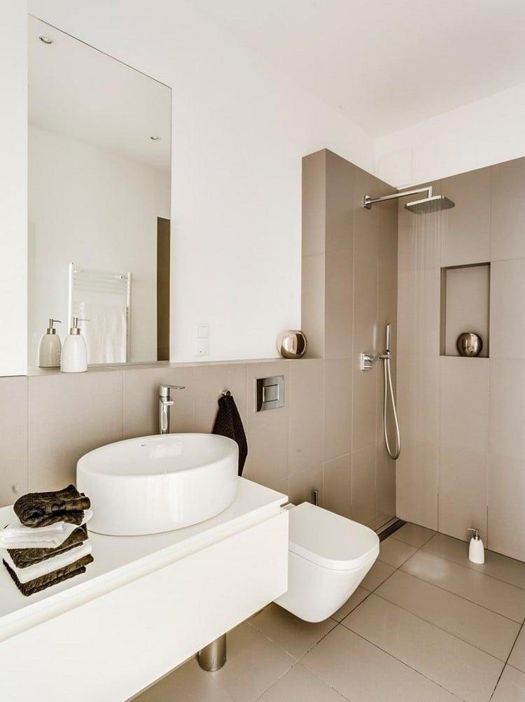 Kleines Bad einrichten - 51 Ideen für Gestaltung mit Dusche - weies badezimmer modern gestalten