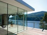 Modernes Haus am See mit weitreichendem Panoramablick