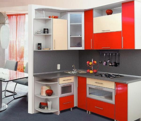 Kleine Küche mit individuellen Stauraumlösungen für komfortables - kleine kuche individuelle stauraumlosungen