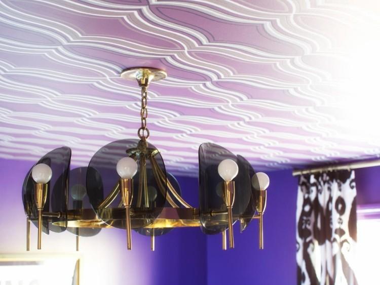 Decke tapezieren Anleitung mit einer auffälligen Vliestapete - decke mit vliestapete tapezieren
