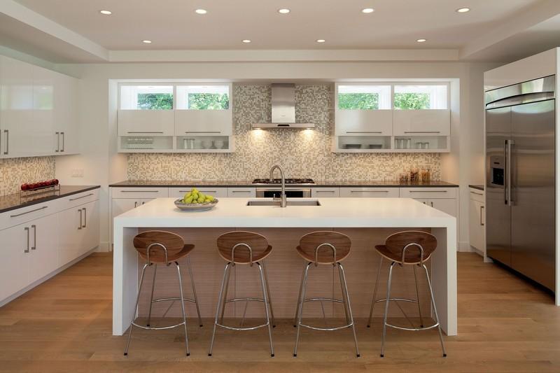 Mosaikfliesen in der Küche - die Glasmosaik als Akzent - weisse kuche mit mosaikfliesen
