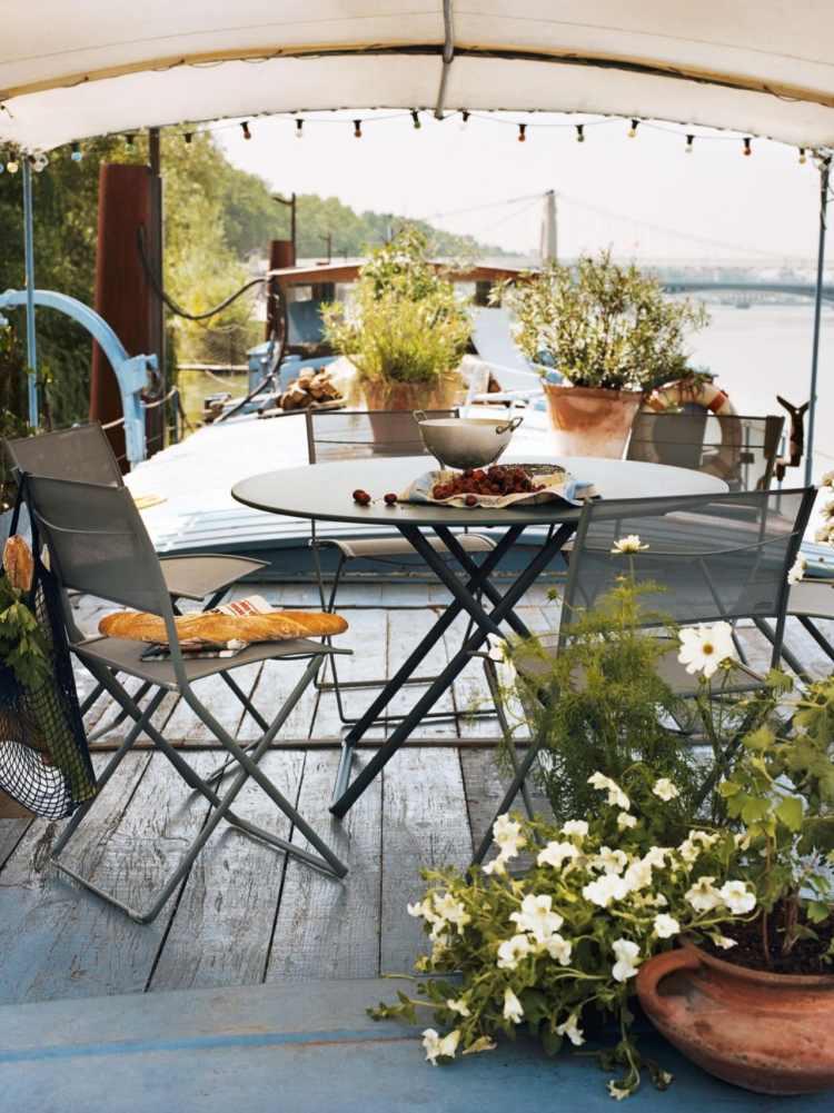 Balkonmöbel für kleinen Balkon - 20 platzsparende Ideen - markisen fur balkon design ideen