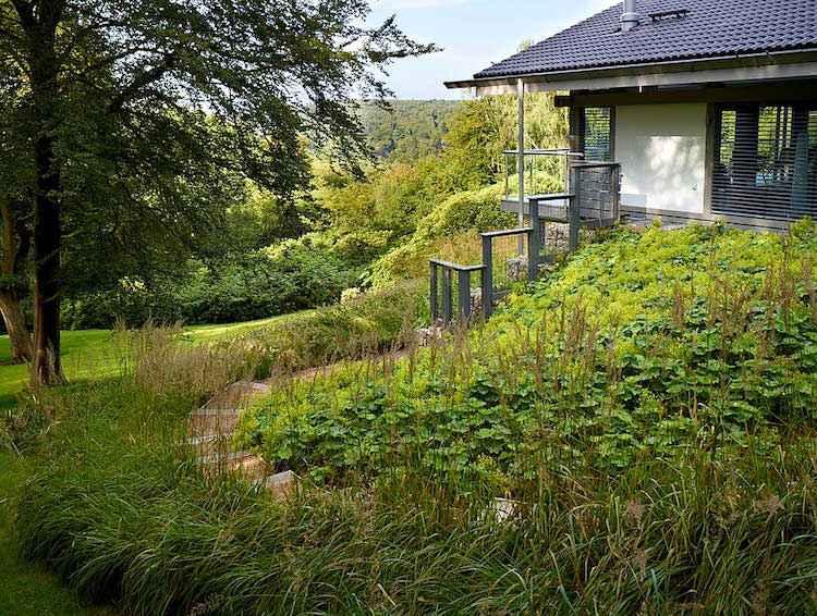 Gartengestaltung in Hanglage - 30 Ideen für Begrünung - gartengestaltung hanglage