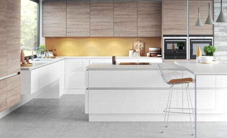 Grifflose Küche Im Modernen Stil   Wenn Weniger Mehr Ist   Weisse Kueche  Holz Modern Design