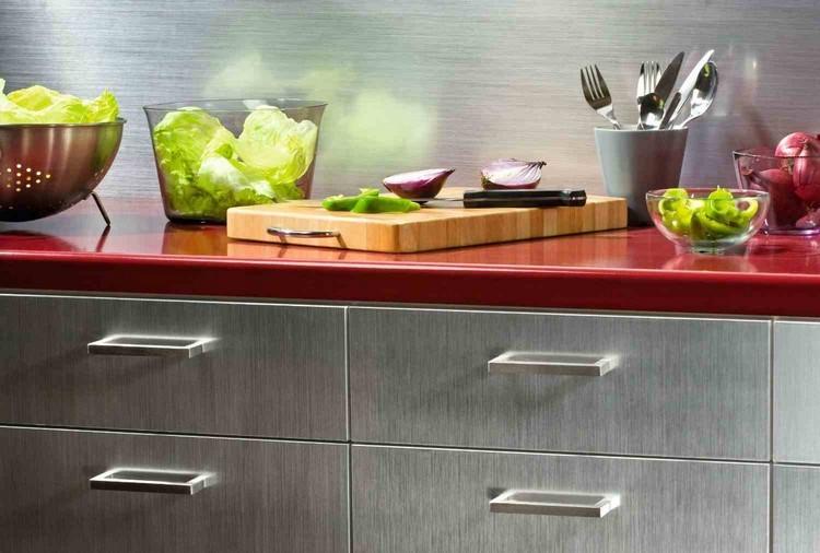 Klebefolie für Küche verwenden und die Küchenmöbel neu gestalten - klebefolie kueche kuechenmoebel