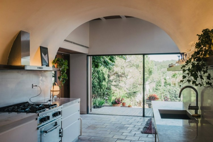 Kueche Gestalten Rustikal Fensterfront Villawebinfo   Moderne Kuchenwande  Glas Gestalten