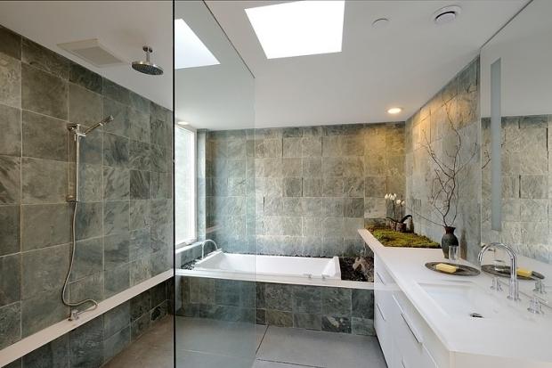 salle-bain-pierre-grise-douche-encastrée-plafond-effet-pluie-paroi - plafond salle de bain