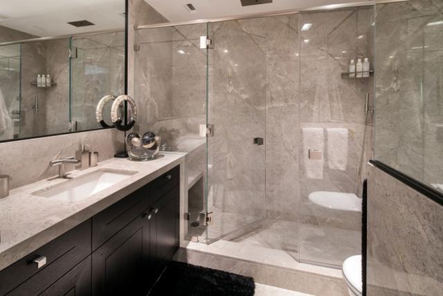 améublement-exclusif-salle-bain-douche-italienne-cloison-verre - salle de bains douche italienne