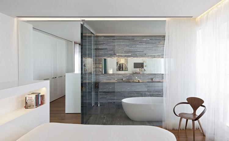 salle-de-bain-moderne-carrelage-mural-pierre-grisejpg 750 × 461