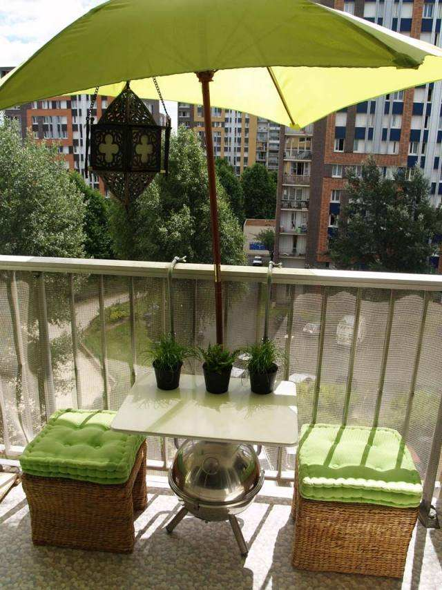 Tabourets Rouges Parasol De Balcon Et Terrasse–alternatives Nouvelles Flexibles