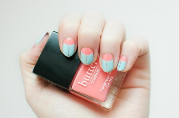 deco-ongles-bande-de-striping-tape-French-manucure-inverse-corail
