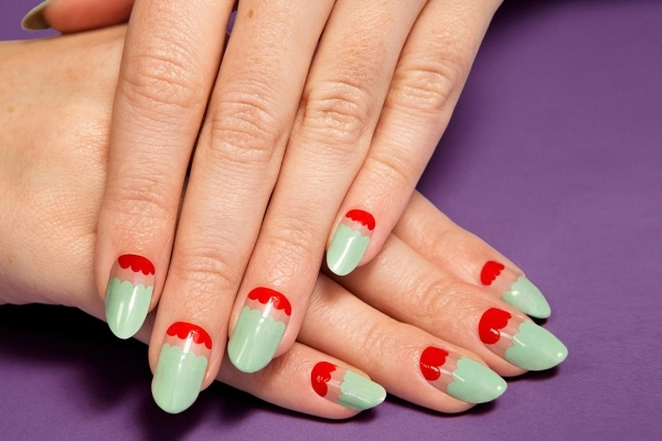 manucure amande ongles nail art tendance vert pastel rouge