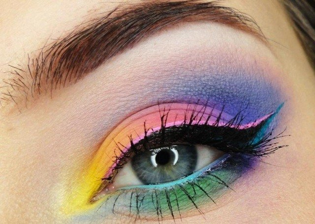 maquillage-yeux-idee-ete-arc-en-ciel-eye-liner-mascara