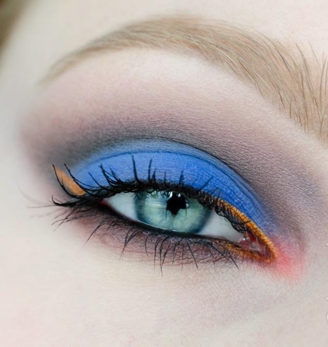 maquillage-yeux-idee-ete-couleurs-tendance-bleu-mascara