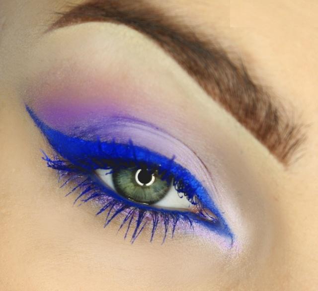 maquillage-yeux-idee-ete-eye-liner-bleu-fard-violet-sourcils
