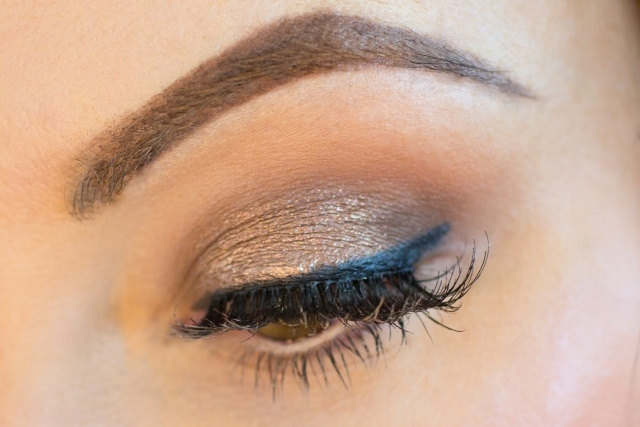 maquillage-yeux-idee-ete-eye-liner-smokey-eye-sourcils