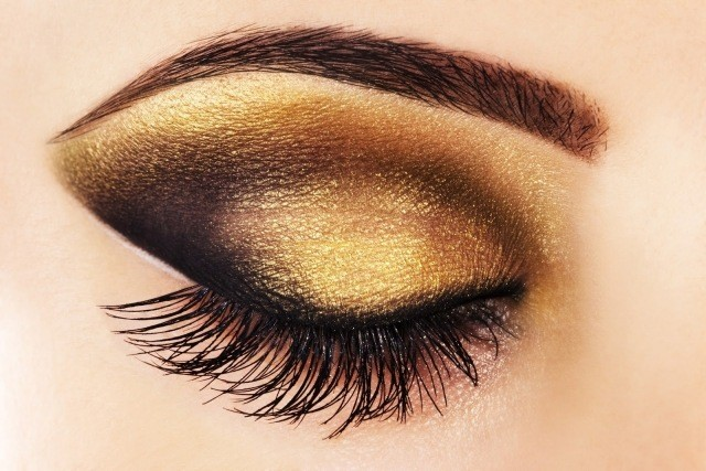 maquillage-yeux-idee-ete--mascara-cils-fard-paillettes-sourcils