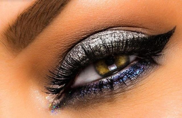 maquillage-yeux-idee-ete--mascara-fard-paillettes-sourcils