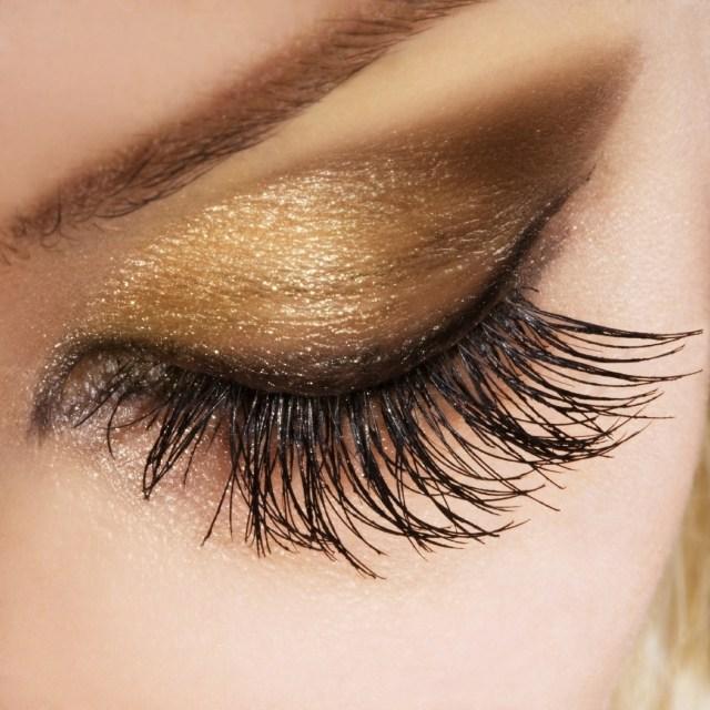maquillage-yeux-idee-ete--mascara-fard-paupieres-sourcils