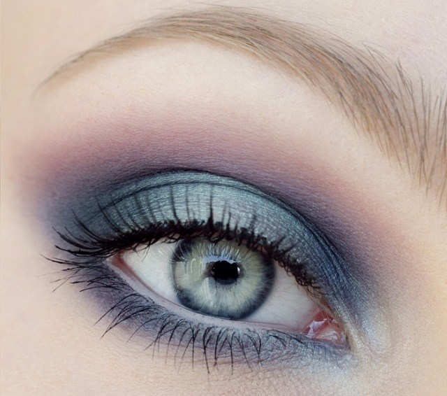 maquillage yeux idee-ete--smokey-eye-mascara-sourcils