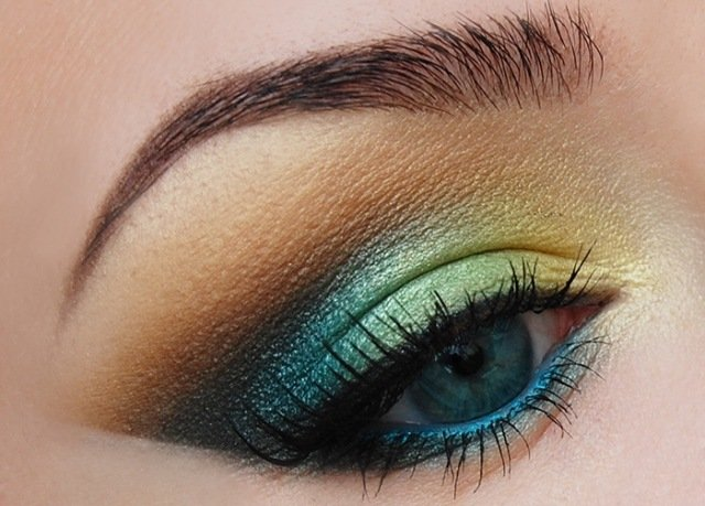 maquillage-yeux-idee-ete--smokey-eye-multicolore-mascara-cils