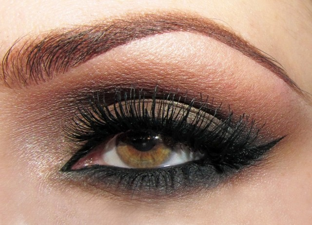 maquillage yeux idee-ete--smokey-eye-tons-marron-sourcils-mascara
