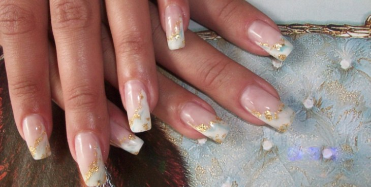 French manucure gel accents-paillettes-or