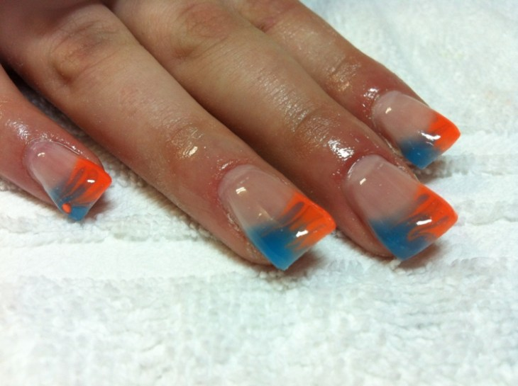 French-manucure-gel-esprit-ete-orange-bleu-base-transparente
