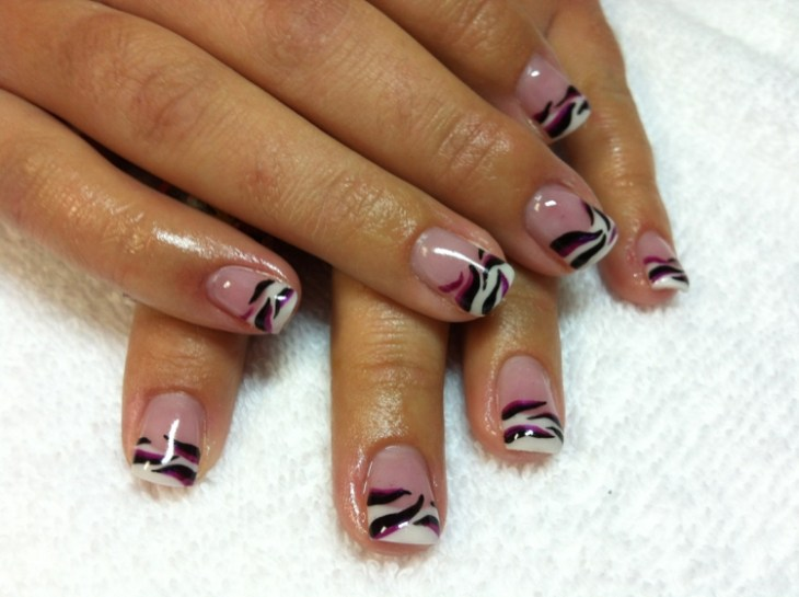 French-manucure-gel-motif-zebre-idee-deco