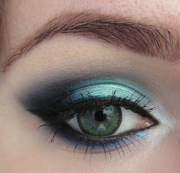 idees-maquillage-ete-ombre-paupières-gel-turquoise-bleu-sombre-mascara