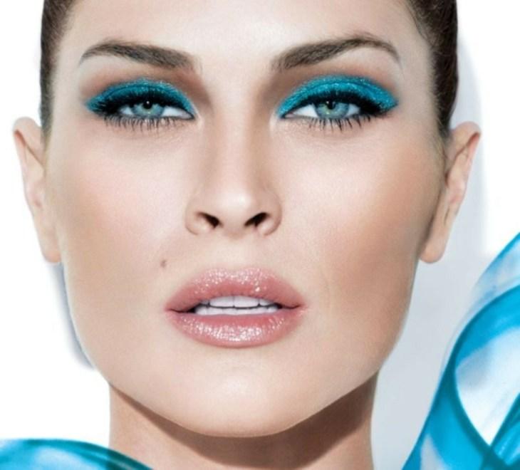 idees-maquillage-ete-ombre-paupières-turquoise-pailleté-eye-liner-mascara