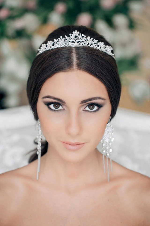 maquillage-mariée-exotique-oeil-biche-smokey-diadème