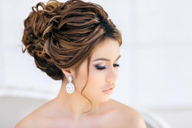 maquillage-mariée-naturel-élégant-chignon-flou