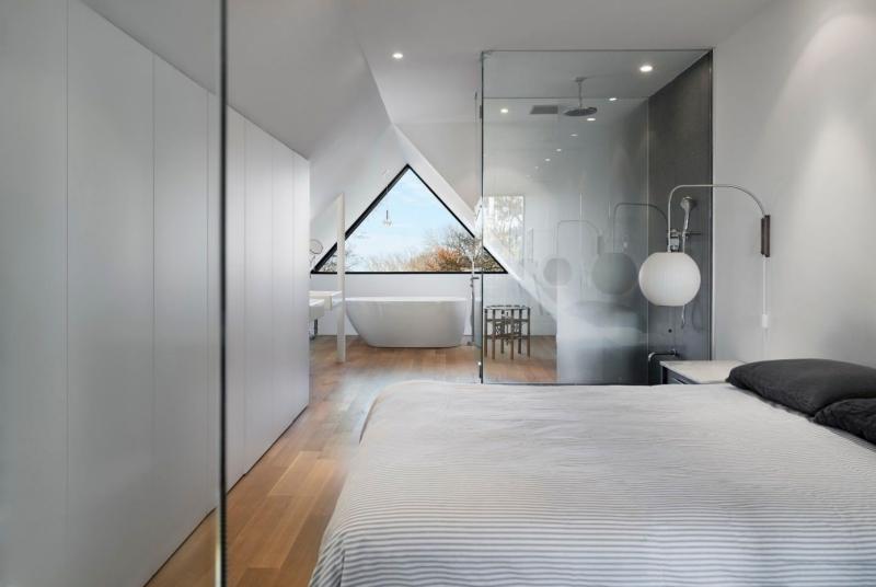 suite-parentale-combles-chambre-moderne-cabine-douche-baignoire - ideen für kleine küchen