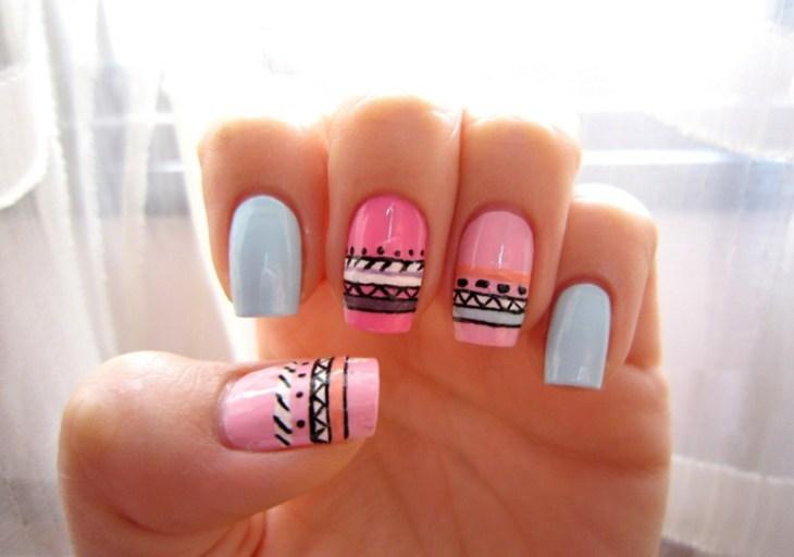 nail-art-motif-azteque-base-rose-bleu-couleur