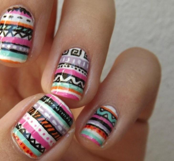 nail-art-motif-azteque-couleur-orange-vert-menthe-rose