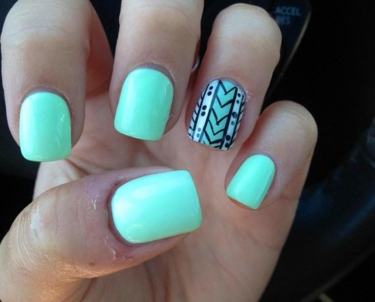 nail-art-motif-azteque-vert-menthe-contour-noire