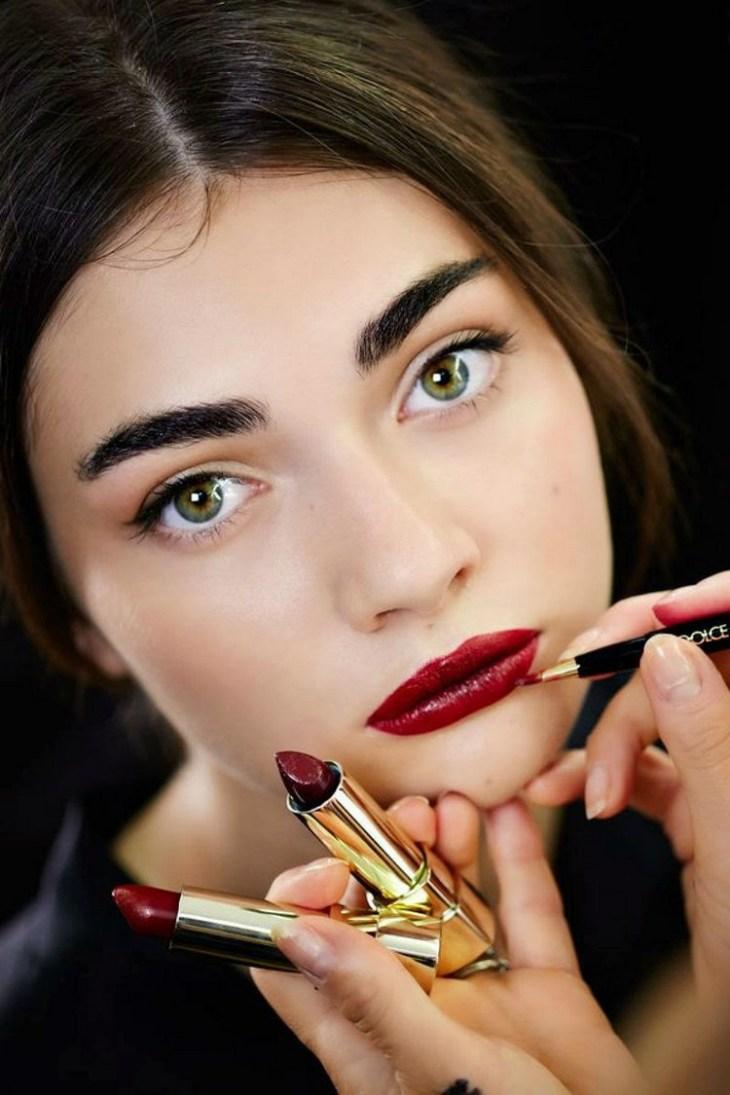 maquillage de soirée2015-ruge-levres-intense-sourcils-epais