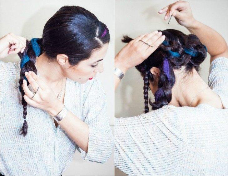 coiffure pour nouvel an tresse-arrire-meche-craie-colorante-bleu-neon