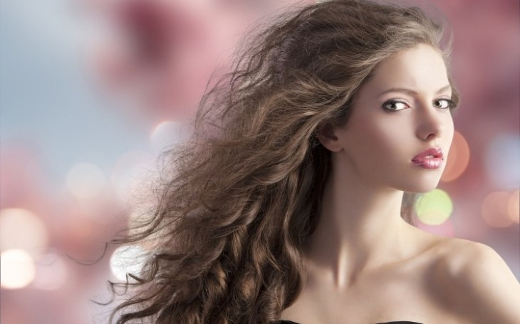 coiffure-pour-noël-brushing-grosses-boucles-cheveux-longs