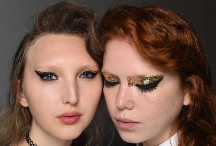 maquillage tendance 2016 yeux eyeliner épais paillettes dorées