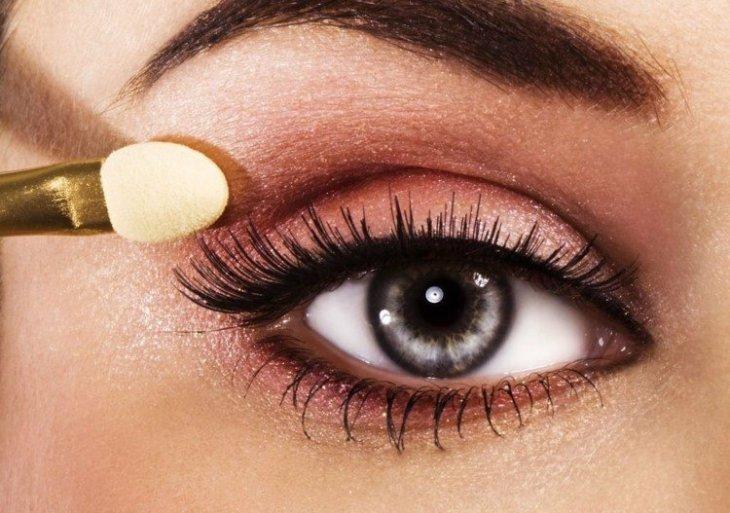 comment se maquiller les yeux selon-forme-fard-dégradé-hauteur