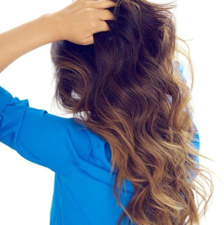 cheveux couleur caramel -ombré-mèches-caramel-base-châtaigne