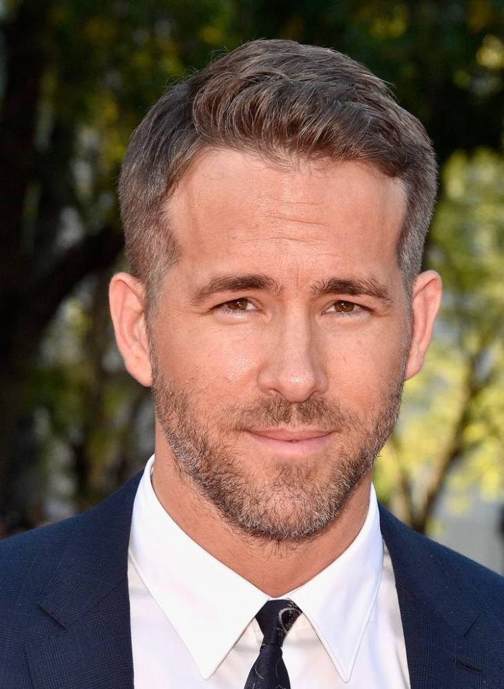 coiffure homme tendance -cheveux-courts-gris-barbe-trois-jours-ryan-reynolds