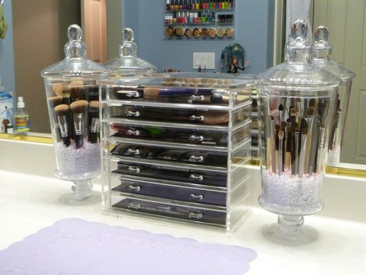 rangement maquillage en plastique-pinceaux-maquillage-bonbonnières-verre