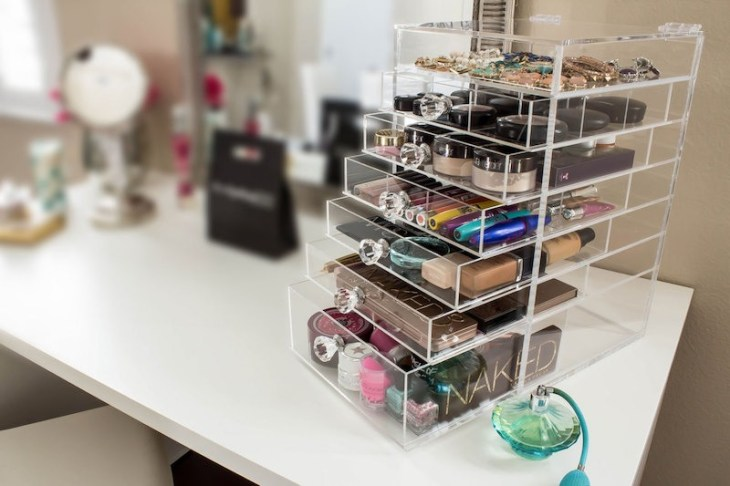 rangement maquillage plastique-transparent-tiroirs-pratiques