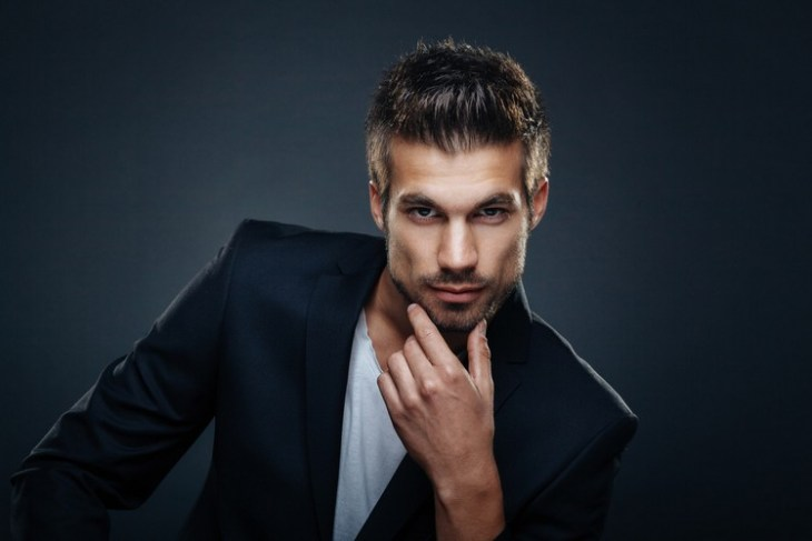 style de barbe tendance 2016- barbe-3-jours-coupe-courte-côtés-long-dessus