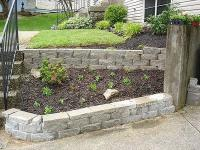How to build a retaining wall from concrete blocks?