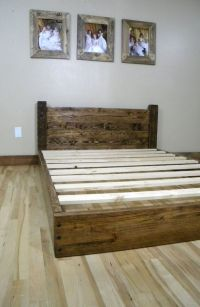 DIY bed frame  creative ideas for original bedroom furniture