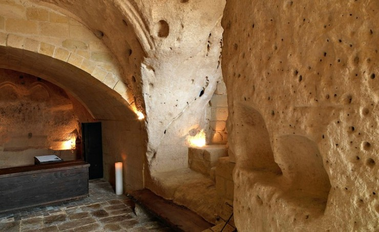Decoration Restaurant Italien The Caves Of Civita, A Hotel Into Limestone Caves In Italy